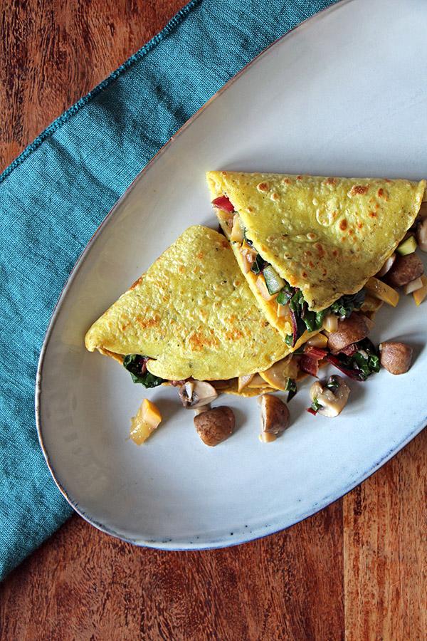 Gefüllte Kräuter-Pfannkuchen mit Gemüse, veganes Rezept