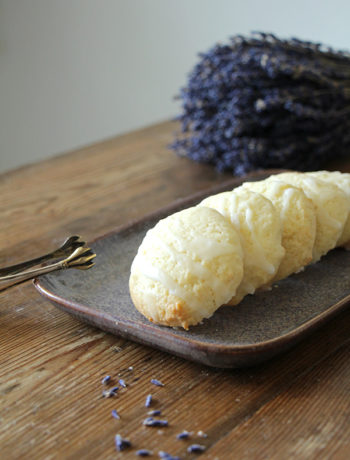 Cookies mit Lavendel und weißer Schokolade, einfaches Rezept für Kekse