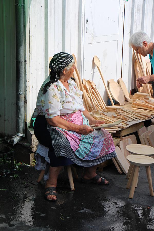 Verkäuferin am Markt Piata Cibin in Sibiu