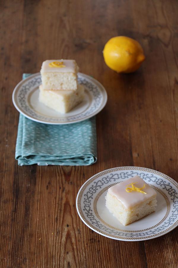 Veganer Zitronenkuchen mit Zuckerguss, vegan