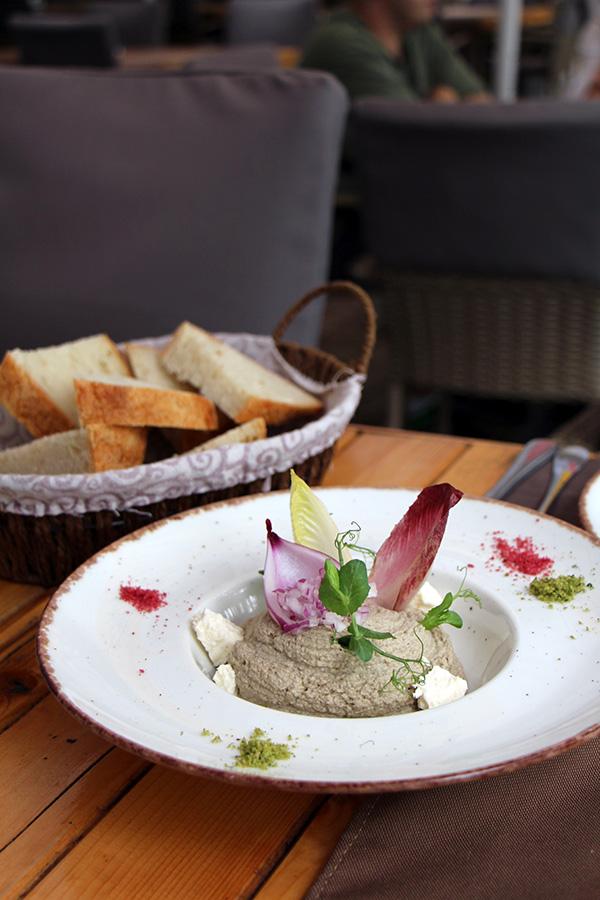 Salata de vinete Auberginenaufstrich bei sub tampa in Brasov