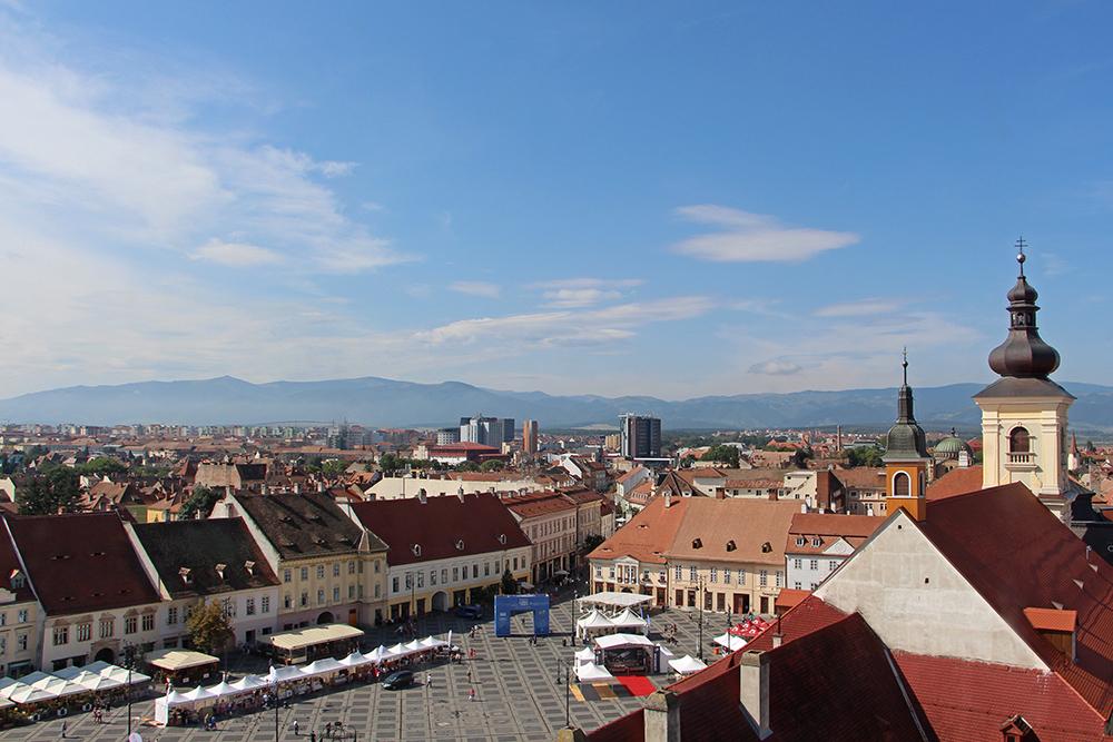 Sibiu / Hermannstadt, Aussicht vom Ratsturm auf die Karpaten