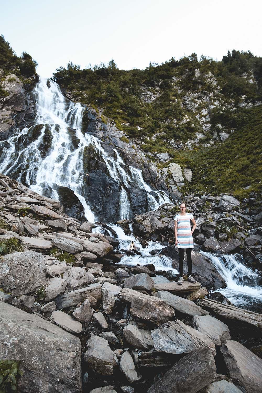 Balea Wasserfall an der Transfagarasan Hochstraße in Rumänien