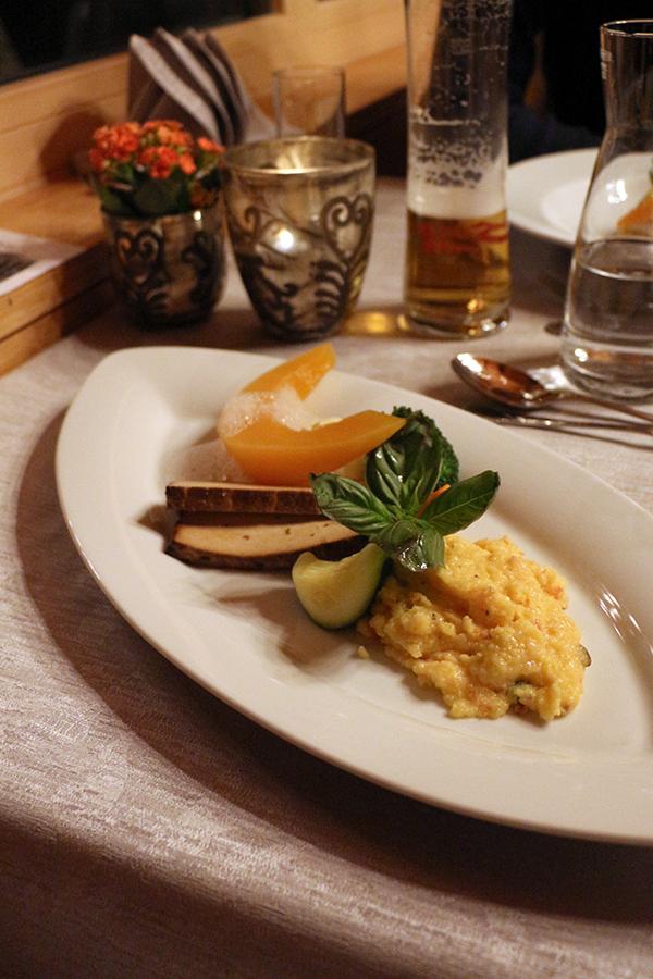 Dinner im Chesa Monte: Polenta mit Kürbis und Gemüse