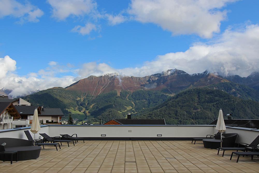 Dachterrasse im Hotel Chesa Monte in Fiss mit Bergblick
