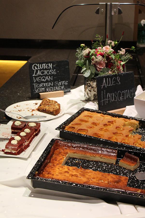 Kuchenbuffet im Hotel Chesa Monte in Fiss