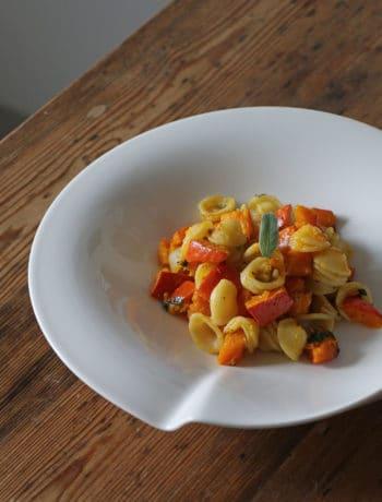 Veganes Rezept: Orecchiette mit Kürbis, Salbei und Haselnüssen