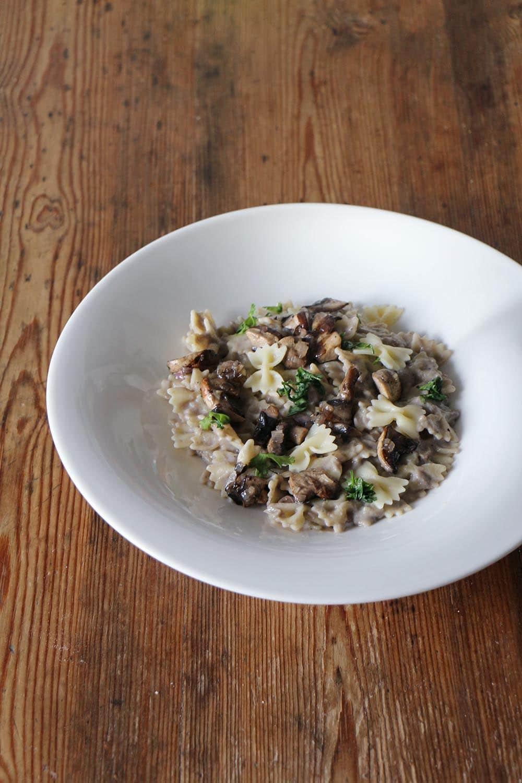 Rezept für Farfalle mit Pilzsauce aus Champignons, vegan