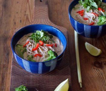 Vegane Tom Kha Gai - Rezept für Kokossuppe