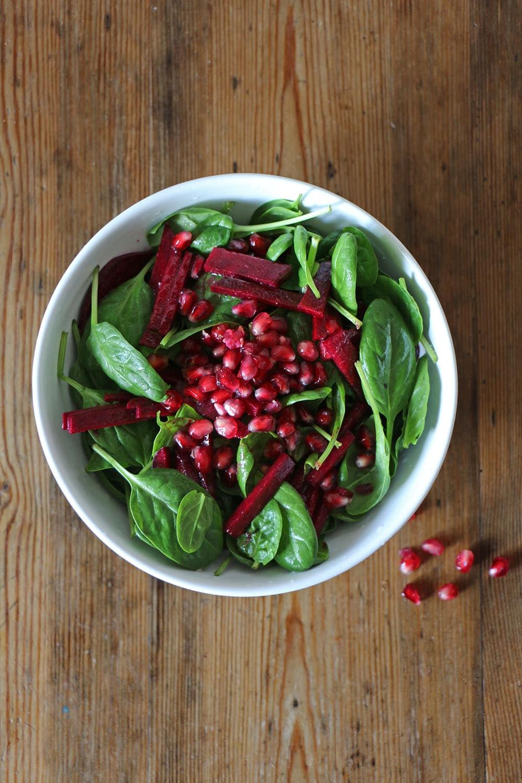 Wintersalat mit Spinat, Granatapfel und Rote Bete