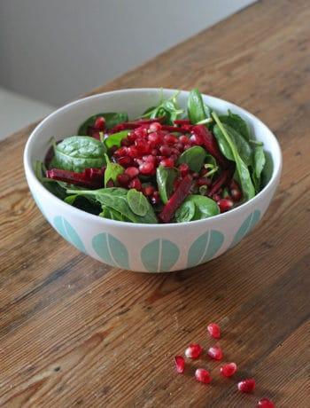 Wintersalat mit Spinat, Rote Bete und Granatapfel